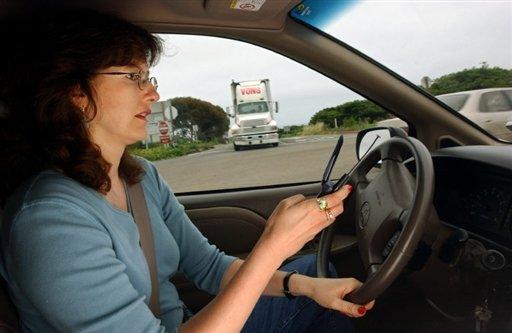 parler-au-telephone-conduire-voiture
